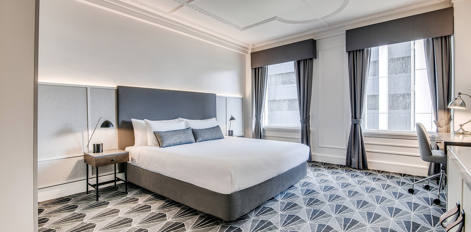 the-savoy-hotel-on-little-collins-melbourne-guest-room-bedroom-king-05-2018 | The Savoy Hotel on Little Collins