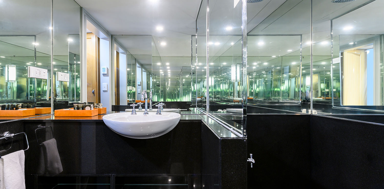 the-savoy-hotel-on-little-collins-melbourne-suite-bathroom-01-2019 | The Savoy Hotel on Little Collins