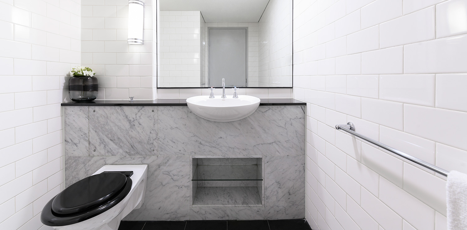 the-savoy-hotel-on-little-collins-melbourne-suite-bathroom-03-2019 | The Savoy Hotel on Little Collins